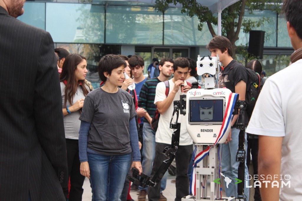 Robotics Day - Robot Bender copia emociones humanas